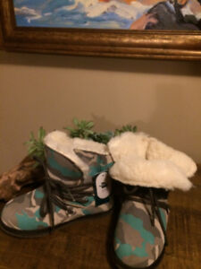 New never used winter kids shoes EMU....Running shoes