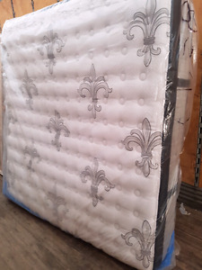 Sterns and fosters king mattress barely used can deliver