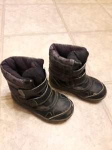 Toddler boys size 9 boots