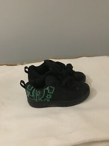 LIKE NEW BOYS DC SHOES SIZE 13
