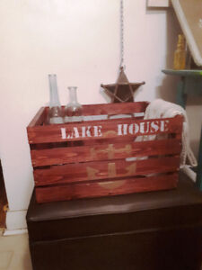 Beautiful wooden crate - Nautical design - Lake house