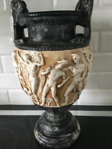 Vase ancien noir et beige antiqué