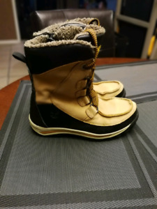 Boy's Timberland Snow Boots  size 3.5