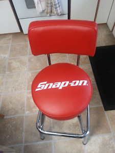 Snap-on shop stool .like new condition Snapon # 103673. It has a