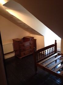 Single bed attic room with separate sitting room - Central Liskeard
