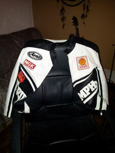 best offer a triumph jacket with all th pads let me know thanks