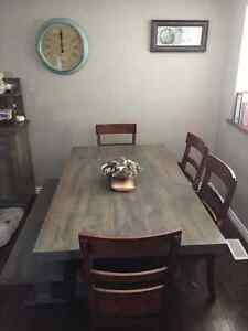 Solid maple dining table and hutch Kitchener / Waterloo Kitchener Area image 1