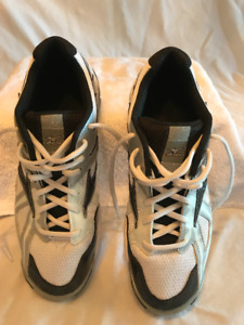 """Mizuno """"Wave Bolt 4"""" Volleyball Shoes"""