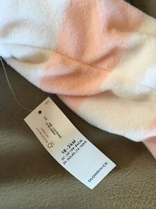 NEW WITH TAGS OLD NAVY 18-24 Zip up  Windsor Region Ontario image 3