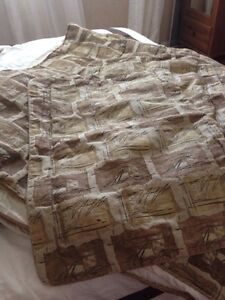 Queen size comforter with two shams