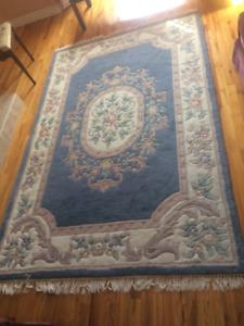 Vintage 5x8ft Area Rug *Good Condition*