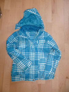 2 girls' winter coats (Columbia, xmtm) size 14, $ 15 ea Kitchener / Waterloo Kitchener Area image 1