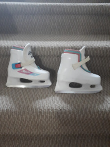 Girls Skates (Size 10 - 11) and Skate Trainer / Skate Assist