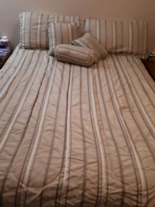 Queen bed set complete with bed skirt