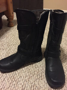 Woman's winter boot size 7w