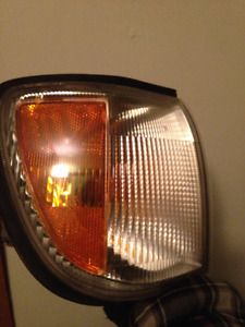 TURN/ SIGNAL LIGHTS FOR A 99.5 TO 04 NISSAN PATHFINDER