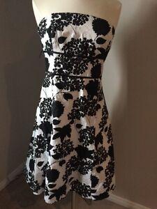 Pretty Le chateau black and white floral dress size M