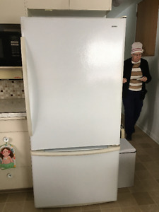 18.1 ft fridge with bottom freezer