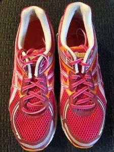 Asics gel sole running shoes size 10