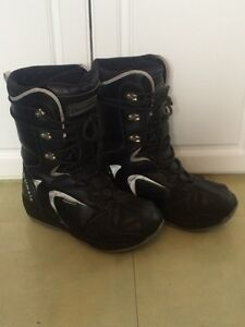 Ultimate snowboard boots size mens 9.