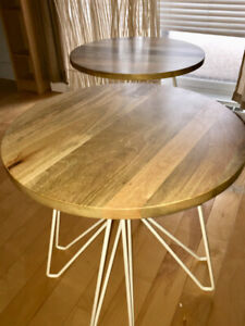 2 End Tables/Accent Tables // Tables-Basses/Tables d'Appointe