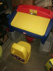 Little Tikes Art Desk and chair