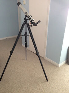 Bushnell 700mm telescope with adjustable tripod