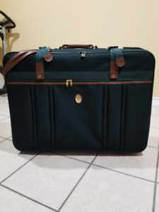 HEYS Travel Luggage Vintage (brand new w/ Tags)! I have 3 units!