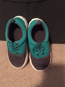Baby Gap size 8 shoes