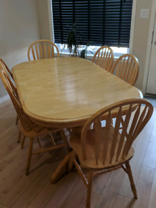 Solid Pine Kitchen Table and 6 Matching Pine Chairs