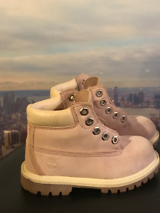 Timberland snow boots (4 years old girl size 8)