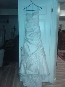 Beautiful wedding dress - used once - Fits size 6-8 Kitchener / Waterloo Kitchener Area image 2