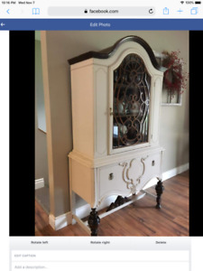Beautiful Antique China Cabinet $400
