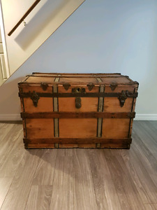 1895 Crouch and Fitzgerald Trunk