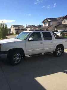 2005 Chevrolet Avalanche LIKE NEW CONDITION