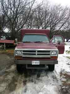 1975 Dodge dually 4X4.