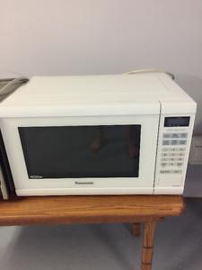 Micro-ondes Panasonic blanc 1200W
