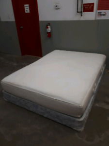 Queen Memory Foam Bed **delivery Included