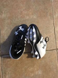 Chaussure foot à crampons Soccer cleats kids 10US protège-tibia