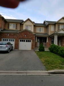 Beautiful Townhouse For Rent Milton