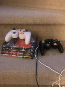 4 Gamecube Games and 2 Remotes/ 4 Jeux Gamecube et 2 Manettes