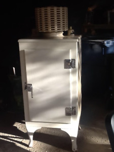 GE Antique 1930's refrigerator in working condition.