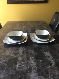 Set of 2 large plates, medium plates and bowls