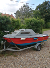 15 ft hunter style boat with 10hp hydea engine and trailer.