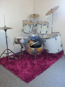 Beginner Drum kit - Snare, Cymbals, Stands, Pedals