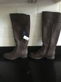 New M&S boors size 6