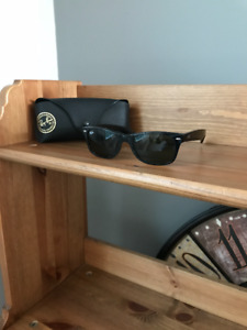 Womens Black Classic Wayfarer RayBans with Case