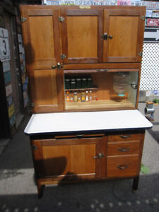 A REAL HOOSIER CABINET CUPBOARD,FLOUR ,SUGAR,ALL JARS, COMPLETE.