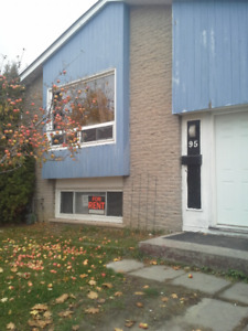 95 Mary st room available Dec 1