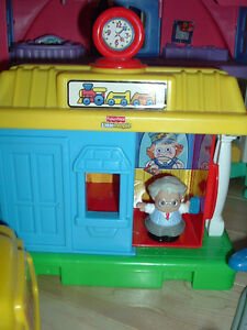 Fisher Price Little People Ticket Booth